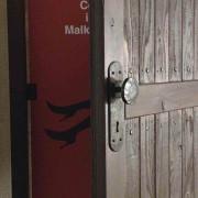 Malko-bitch入り口ドア